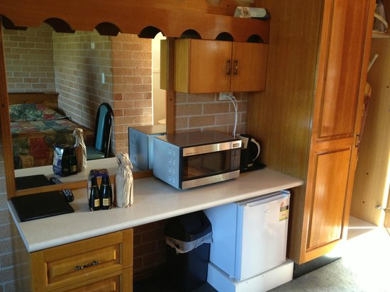 Alexander the Great Motel:                   Microwave, toaster and coffe making facilities