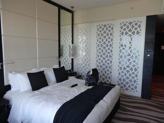 Sofitel Abu Dhabi Corniche: Bed