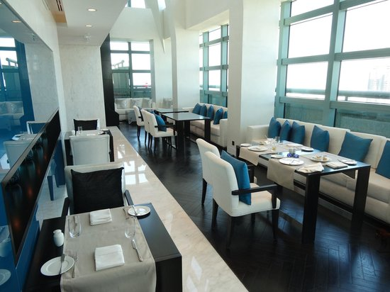 Sofitel Abu Dhabi Corniche: Club lounge