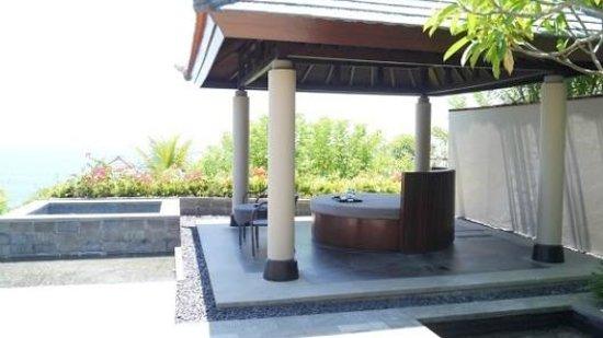 Banyan Tree Ungasan, Bali : R &R Area, Pool + Jacuzzi