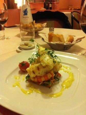 โรงแรมบลูเนลเลสชิ:                   Calamari-Scampi sur son nid de légumes