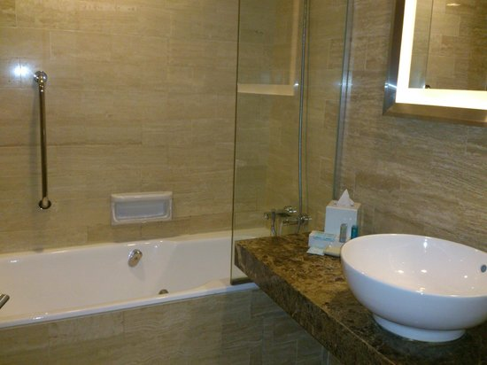 Novotel Singapore Clarke Quay: Only Superior Room came with bath tub