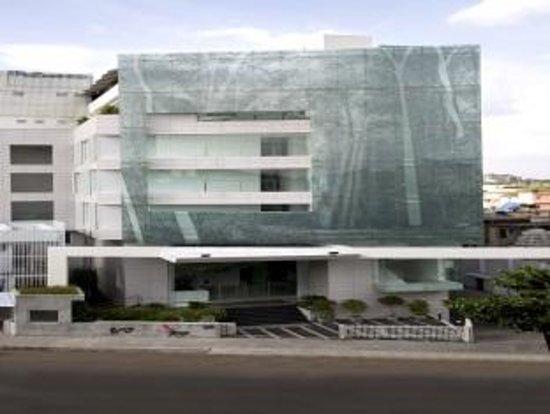 Springs Hotel & Spa: Hotel exterior