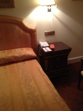 Hotel Alameda Palace:                   Spacious bedroom