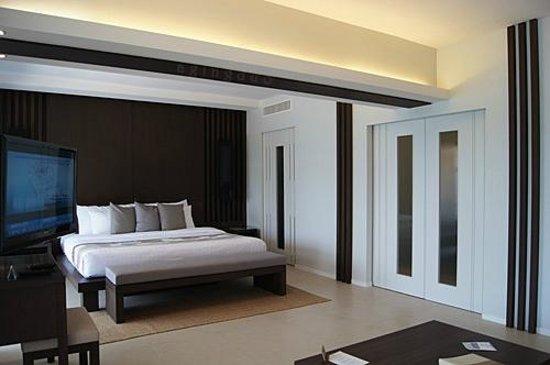Cape Panwa Hotel:                                     closet and bathroom with closed doors but no locks!