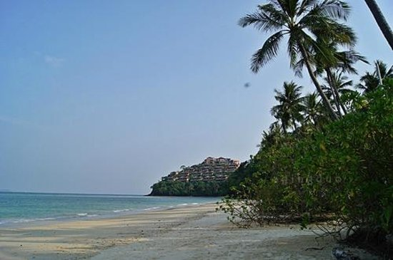 Cape Panwa Hotel :                                     private beach with Sri Panwa Resort in background
