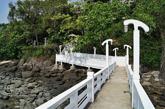 Cape Panwa Hotel:                                     jetty's walk way