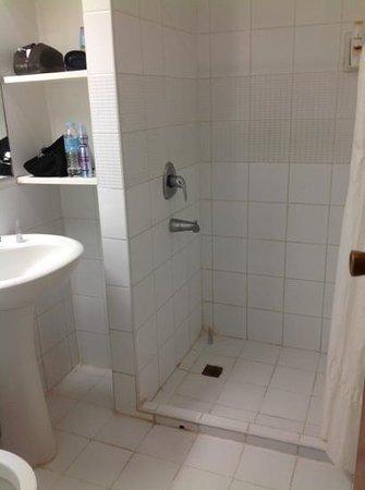 Hey! Jude Resort Hotel :                   Bathroom