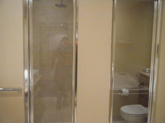 سبا وفندق ماكروس بارك:                                     Bathroom                                  