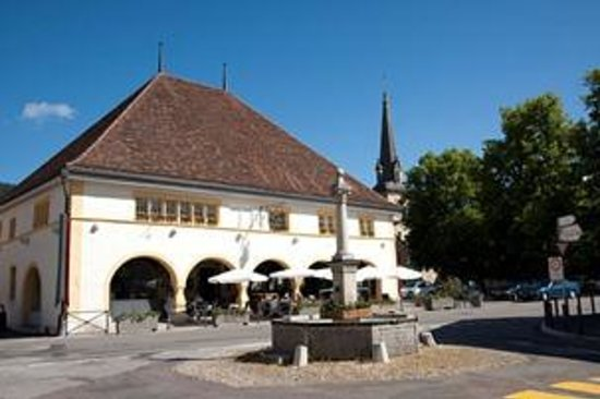 Cafe-Restaurant-Hotel des Six-Communes :                                     Restaurant Six-Communes (ehemalige Markthalle, dat. 1612)
