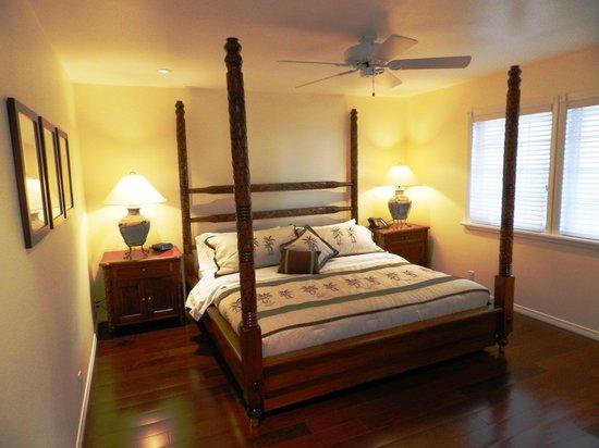 Ohi'a Park Estate: Suite # 4 / Bedroom