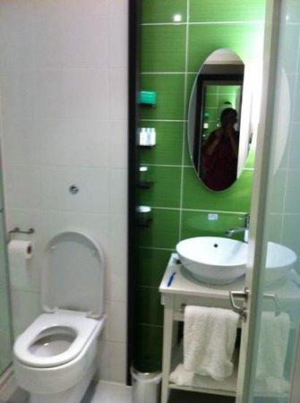 Hotel Indigo Liverpool:                                     our bathroom