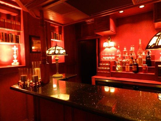 Ohi'a Park Estate: Bar
