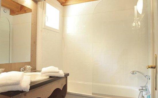 Park and Suites Evian Lugrin: Park&Suites Village Evian Lugrin - Bathroom