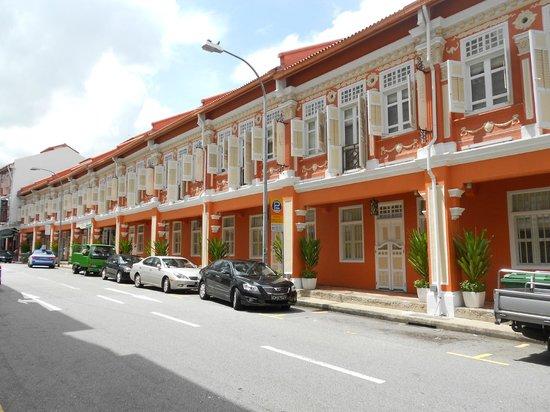 นาอุมิ ลิโอร่า:                   Street view of hotel