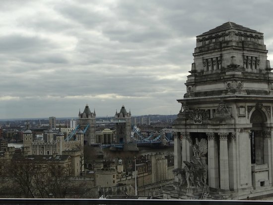 DoubleTree by Hilton Hotel London -Tower of London:                                     skylounge (daytime)