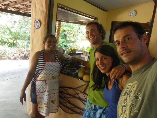 Pousada Pomar da Pipa:                   Desayunando con Mario y Nalva