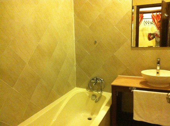 Pavillon d'Orient Boutique-Hotel: bathroom left