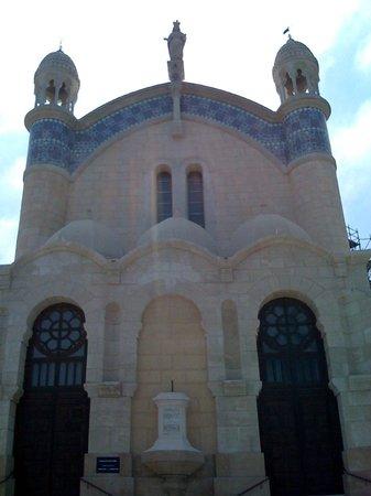 Basilique Notre-Dame d'Afrique :                   Facade Notre Dame d'Afrique