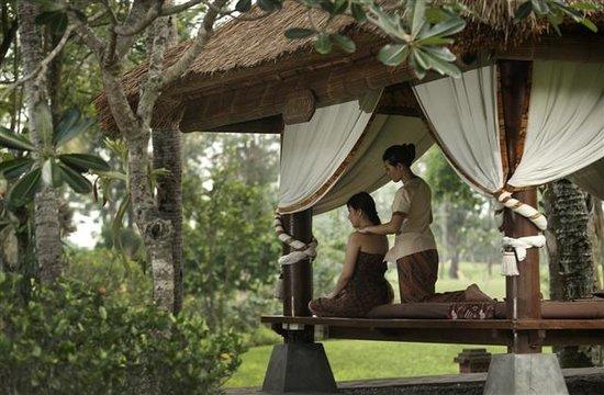 Ngaglik, Indonesien: Under the Javanese Joglo peaceful gardens, enjoy traditional ritual to pamper all senses