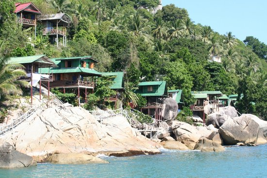Mai Pen Rai Bungalows:                   Bungalows on the rocks
