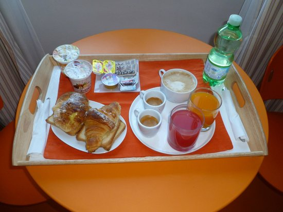 Amor Bed & Breakfast Rome:                   Colazione in camera