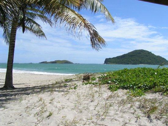 Villawellness St. Lucia :                   Am Strand