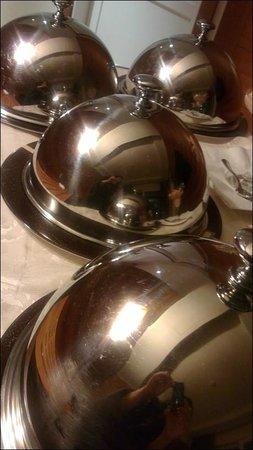 Hotel Corallo:                   carrello della cena in camera