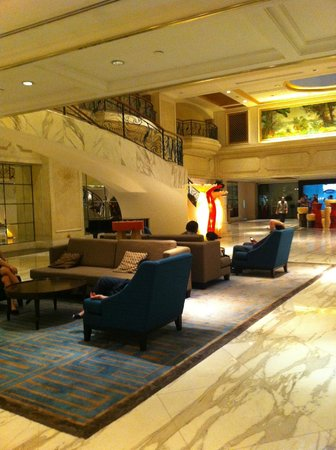 Royal Plaza on Scotts: front lobby