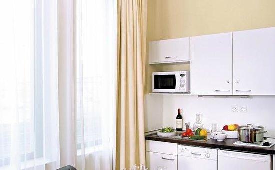 Appart'City Confort Lyon Part-Dieu : Park&Suites Prestige Lyon Part Dieu - Kitchen Corner