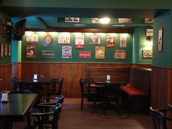 MacLaren's Irish Pub: MacLaren's interior