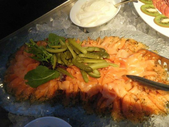 Parklane, A Luxury Collection Resort & Spa: Buffet dinner