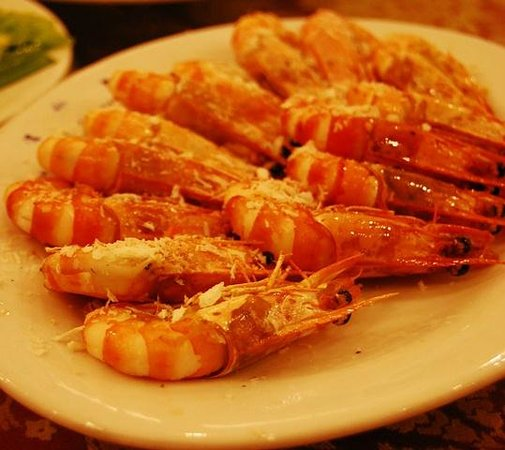Huu Nghi Hotel: Dinner - shrimp with salt, actually quite tasty!