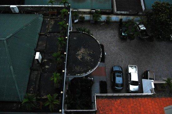 Huu Nghi Hotel: Ample parking space