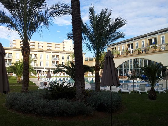 Grupotel Playa de Palma Suites & Spa:                   Innenhof vom Hotel