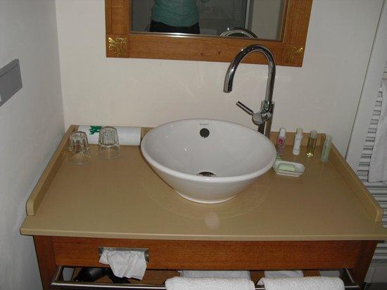 Dornroeschenschloss Sababurg:                   Waschbecken