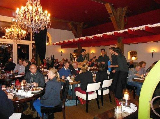 Hotel Carpe Diem: De Zingende Obers / iedere eerste woensdag v/d maand