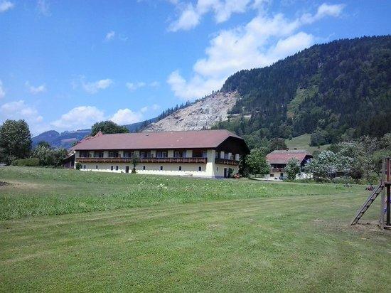Ferien am Talhof:                   Talhof - aanblik vanaf het prive meer
