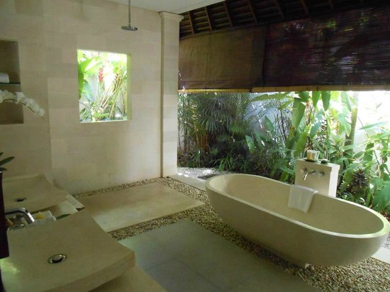 Saba Villas:                   Gorgeous bathroom with exclusive SABA soups
