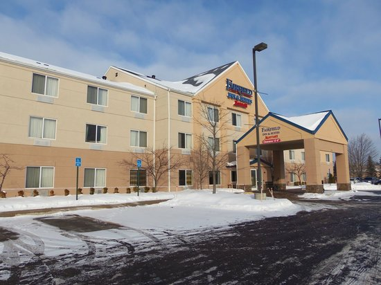 Fairfield Inn & Suites Traverse City: parking lot can be somewhat icy