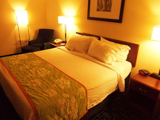 Fairfield Inn & Suites Traverse City: the bed looks nice