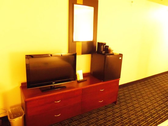 Fairfield Inn & Suites Traverse City: not much to see at the end of the bed