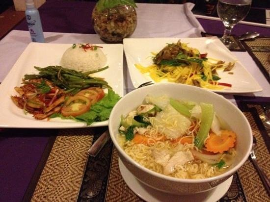 La Niche d'Angkor Boutique Hotel: dinner at restaraunt