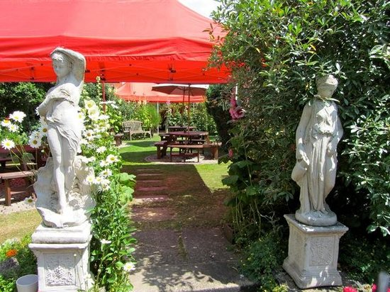 The Churchill Arms with Tutu's Thai: Getting ready for a garden party