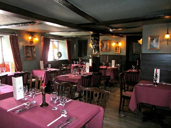 The Churchill Arms with Tutu's Thai: Front dining room