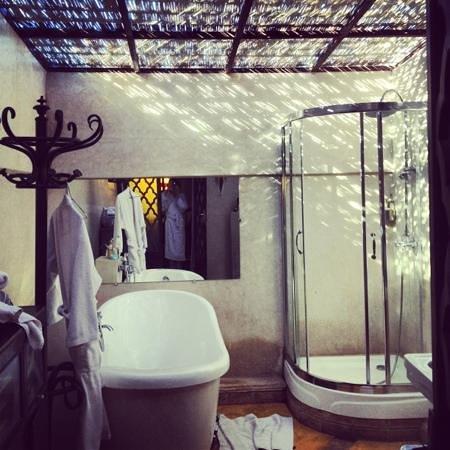 Riad Malika:                   notre salle de bain