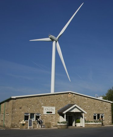 Garstang, UK: We're easy to Find...just follow the Wind Turbine