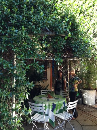 15 Welgemeend Street B&B:                   Lounge im Garten