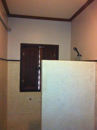 Inthira Vang Vieng:                   Bathroom