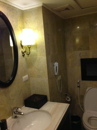 Hanoi Boutique Hotel:                   bathroom